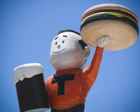 在Sparkys上面的一个汉堡男孩,在舱口盖的路旁吸引力在新 免版税库存照片
