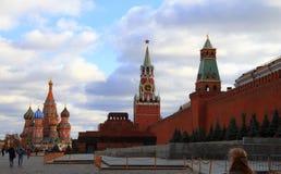 在Spasskaya塔和圣蓬蒿大教堂红场M的看法 库存图片