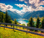 在Speicher Durlassboden湖的五颜六色的夏天早晨 库存照片