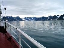 在spitsbergen视图附近 免版税库存照片