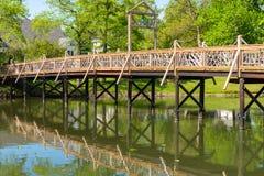 在Spring湖的一座桥梁 库存图片