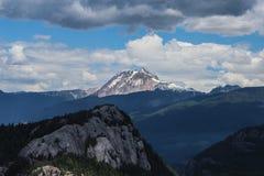 在Squamish,不列颠哥伦比亚省的山 免版税库存图片