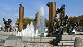 在squre t'Zand的喷泉在布鲁日 比利时 股票录像