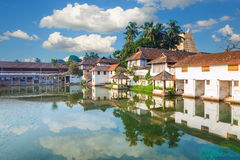 在Sri Padmanabhaswamy寺庙前面的帕德马纳巴普拉姆宫殿在特里凡德琅喀拉拉印度 图库摄影