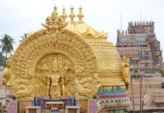 在SRIRANGAM寺庙的金黄塔 库存图片