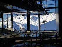 在st安东倾斜arlberg的长平底船 免版税库存照片
