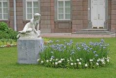 在ST的凯瑟琳公园雕塑 彼得斯堡, TSARSKOYE SELO,俄罗斯 免版税库存照片