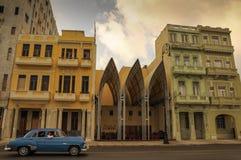 在st的哈瓦那,古巴- 2013 1月20日,经典美国汽车驱动 库存图片