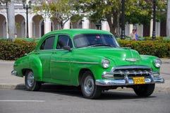 在st的哈瓦那,古巴- 2013 1月26日,经典美国汽车驱动 免版税图库摄影