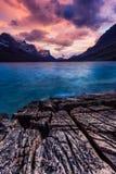 在St Mary湖岸的日落在冰川国家公园, Mo 库存图片
