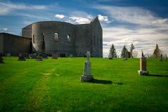 在St Raphael的废墟之外的老坟园 免版税库存照片