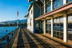 在Stearn的码头的海中心,在圣塔巴巴拉,加利福尼亚 免版税库存图片