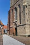 在Stephanus教会的铺有鹅卵石的街道在哈瑟尔特 库存照片