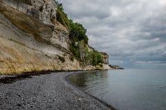 在Stevns,丹麦的石灰石倾斜 免版税库存图片