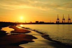 在Stogi海滩的日落在格但斯克 免版税库存照片