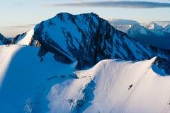 在Stok Kangri山的Magnificient日出在期间登高对峰顶,拉达克,喜马拉雅山 免版税库存图片
