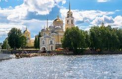 在Stolobny海岛,特维尔上的Nilov修道院地区 从半岛Svetlitsa的看法 免版税库存图片