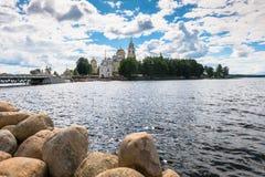 在Stolobny海岛,特维尔上的Nilov修道院地区 从半岛Svetlitsa的看法 图库摄影
