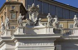 在StPeters大教堂上面的亚历山大VII纪念碑  免版税图库摄影