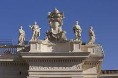 在StPeters大教堂上面的亚历山大VII纪念碑  库存照片