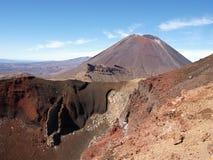 Stratovolcano Ngauruhoe和红色火山口 图库摄影