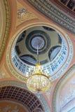 在Stroganov宫殿内部的枝形吊灯  免版税库存照片