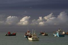 在Struisbaai港口的渔拖网渔船 免版税库存照片