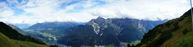 在Stubai谷的山世界 免版税库存图片