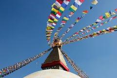 在stupa的旗子在加德满都 库存图片