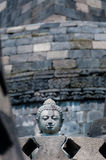 在stupa的石菩萨头在Borobudu 免版税库存照片