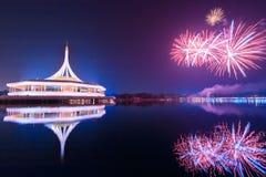 在Suan Luang Rama IX,泰国的烟花 免版税库存图片