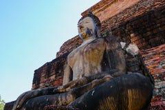 在sukhothai历史公园的古老菩萨雕象 免版税库存照片