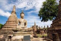 在Sukhothai历史公园, Mahathat寺庙,泰国的古老菩萨雕象 免版税库存照片