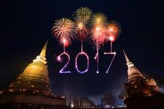 2017年在Sukhothai历史公园, Tha的新年快乐烟花 免版税库存照片