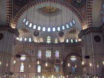 在Suleymaniye清真寺里面 免版税库存图片