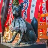 在Sumiyoshi盛大寺庙的小Fox寺庙在大阪 图库摄影