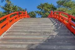 在Sumiyoshi盛大寺庙的Taiko Bashi在大阪,日本 库存图片