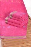 在sunbed的毛巾 库存图片