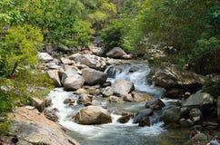 在Sungai Kanching, Rawang,雪兰莪,马来西亚的瀑布 库存图片