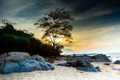 在sunse的海滩 免版税库存图片