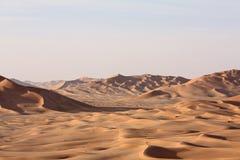 在Sunset#9的沙丘:鲁卜哈利沙漠-睡魔的家 库存图片