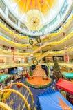 在Sunway速度购物中心的圣诞节装饰 人们在它附近能看的探索和购物 免版税图库摄影