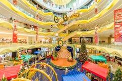 在Sunway速度购物中心的圣诞节装饰 人们在它附近能看的探索和购物 库存照片