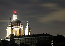 在SUPERGA大教堂的夜之前在市的都灵附近在Ital 免版税图库摄影