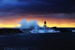 在surise的美丽的波浪 库存图片