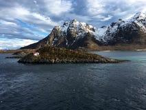 在Svolvaer之外的美好的风景在Lofoten,挪威 图库摄影