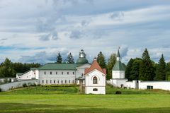 在Svyatoozerskaya Valday Iversky Bogoroditsky修道院里 库存图片
