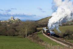 在Swanage铁路的蒸汽火车在Corfe城堡,多西特附近 eng. 库存照片