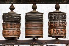 在Swayambunath寺庙,加德满都,尼泊尔的地藏车 免版税库存照片
