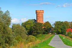 在Swiecie的条顿人城堡在晴天 免版税图库摄影